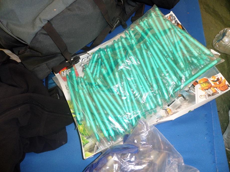 Donatie pennen voor school in Tanzania