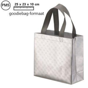 fabia zilverkleurige cadeautasjes goodiebags bedrukken met eigen logo
